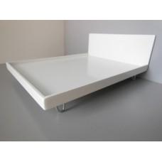 White V Leg Bed